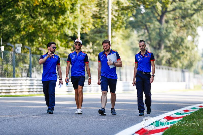 Pierre Gasly, Toro Rosso, ispeziona il circuito