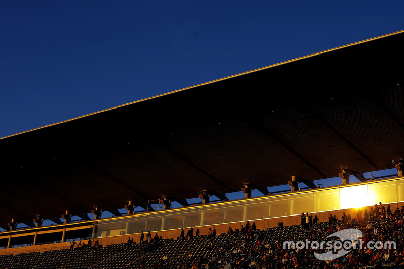 Track atmosphere, fans