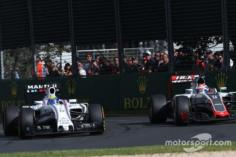 Felipe Massa, Williams FW38 y Romain Grosjean, Haas F1 Team VF-16