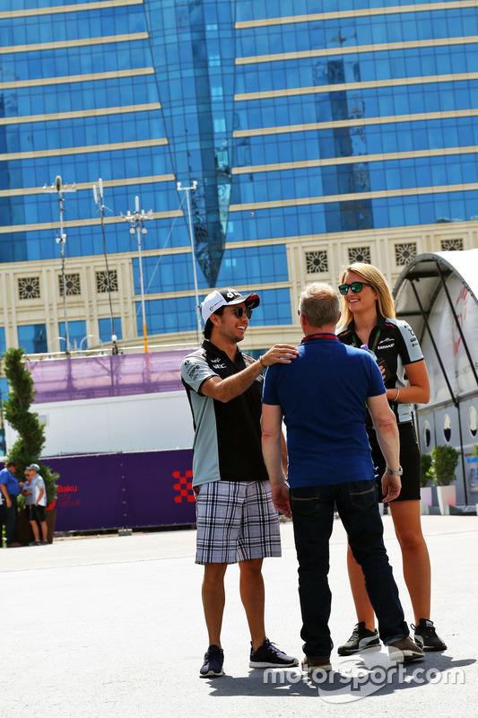 Sergio Pérez, Sahara Force India F1 con Johnny Herbert, Sky Sports F1 y Victoria Helyar, Sahara Forc