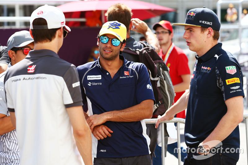 Esteban Gutiérrez, Haas F1 Team, Felipe Nasr, Sauber F1 Team y Max Verstappen, Red Bull Racing en el