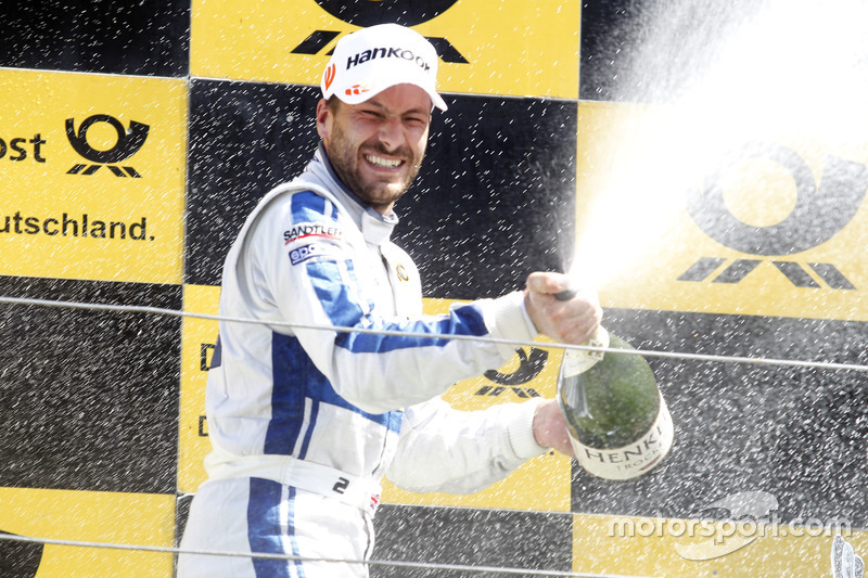 Podium: Gary Paffett, Mercedes-AMG Team ART, Mercedes-AMG C63 DTM with champagne