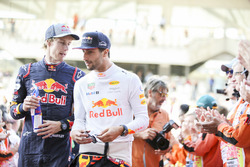 Brendon Hartley, Scuderia Toro Rosso, Daniel Ricciardo, Red Bull Racing, in the drivers parade