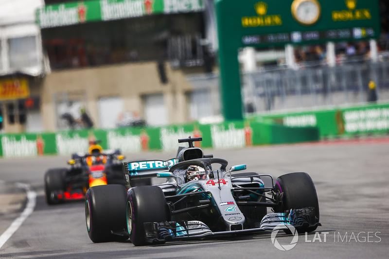 Lewis Hamilton, Mercedes AMG F1 W09, leads Daniel Ricciardo, Red Bull Racing RB14