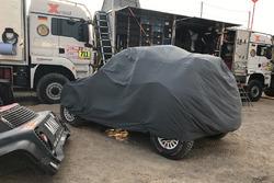 The crashed car of #302 X-Raid Team Mini: Nani Roma, Alex Haro