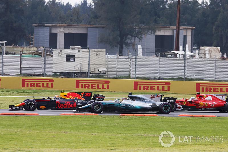 Max Verstappen, Red Bull Racing RB13, Lewis Hamilton, Mercedes AMG F1 W08 y Sebastian Vettel, Ferrari SF70H