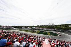 Lewis Hamilton, Mercedes AMG F1 W09, leads Daniel Ricciardo, Red Bull Racing RB14, and Kimi Raikkonen, Ferrari SF71H