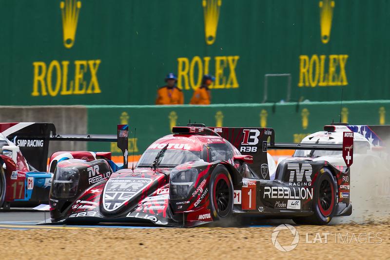 #1 Rebellion Racing Rebellion R-13: Andre Lotterer met een loszittende neus
