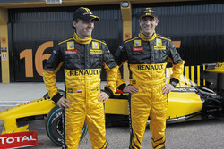 Robert Kubica con il compagno di squadra Vitaly Petrov, Renault F1 Team