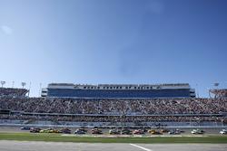 Start zum 60. Daytona 500: Alex Bowman, Hendrick Motorsports Chevrolet, führt