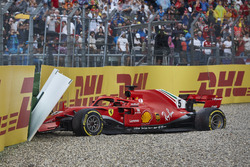 Sebastian Vettel, Ferrari SF71H, crashes out of the race