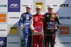 Подіум новачків: переможець Маркус Армстронг (PREMA Theodore), другий призер Роберт Шварцман (PREMA Theodore), третій призер Юрій Віпс (Motopark)