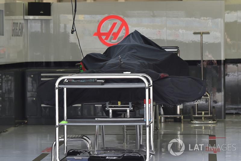 Haas F1 Team VF-18 dans le garage