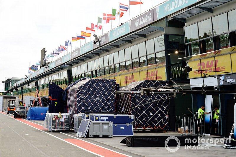 Casse Williams Racing in pit lane