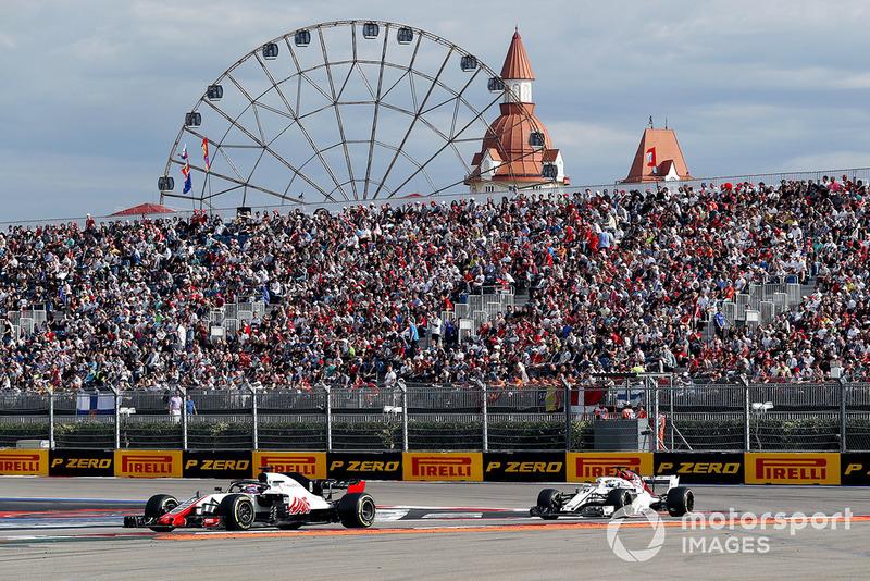 Romain Grosjean, Haas F1 Team VF-18 and Marcus Ericsson, Sauber C37