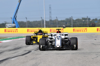 Marcus Ericsson, Sauber C37 and Carlos Sainz Jr., Renault Sport F1 Team R.S. 18