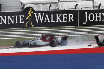 Charles Leclerc, Sauber C37 and Marcus Ericsson, Sauber C37 clash on lap one