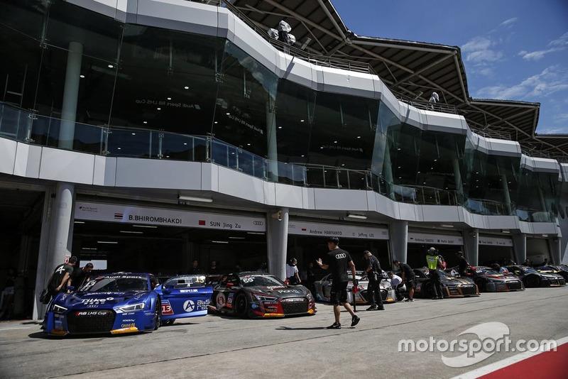 Paddock in Sepang, Audi R8 LMS GT3