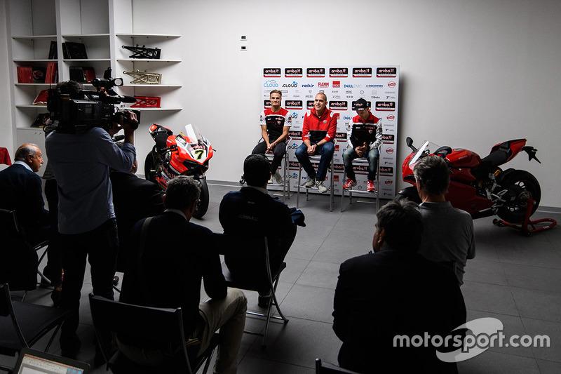 Marco Melandri, Ducati Team, Chaz Davies, Ducati Team, Ernesto Marinelli, Director del proyecto Ducati Superbike
