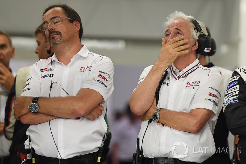 Командний менеджер Toyota Gazoo RacingРоб Лепен і Уг де Шонак відреагували на схід  машини №9