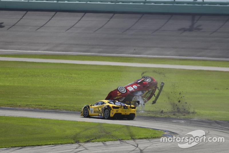#124 Ferrari of Long Island Ferrari 488 Challenge: Jerome Jacalone, incidente