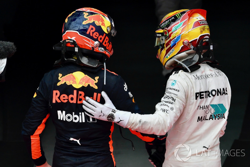 Max Verstappen, Red Bull Racing y Lewis Hamilton, Mercedes AMG F1 celebran en parc ferme