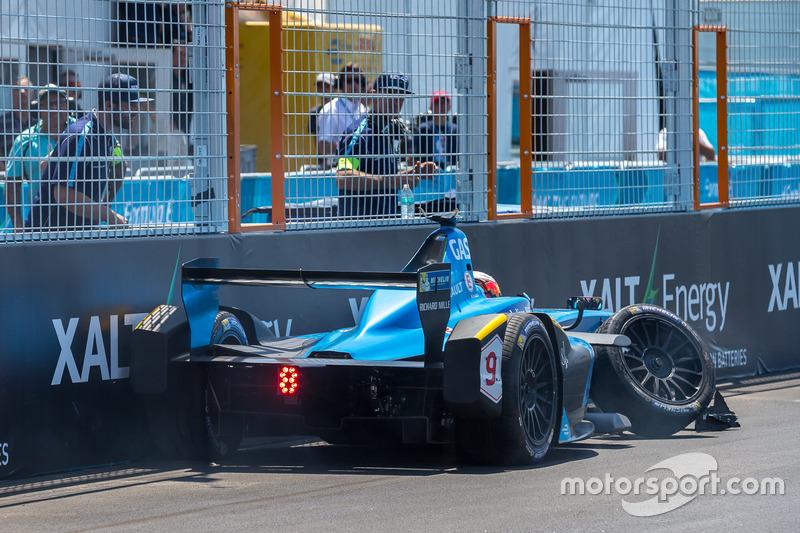 Crash: Pierre Gasly, Renault e.Dams