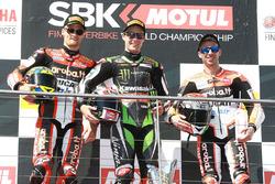Podium : le vainqueur Jonathan Rea, Kawasaki Racing, le deuxième Chaz Davies, Ducati Team, et le troisième Marco Melandri, Ducati Team
