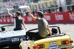 Fernando Alonso, McLaren, lors de la parade des pilotes
