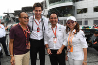 Ong Beng Seng, Owner Hotel Properties Ltd and Singapore entrepreneur and Toto Wolff, Mercedes AMG F1 Director of Motorsport