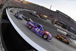 Erik Jones, Furniture Row Racing Toyota, Kyle Larson, Chip Ganassi Racing Chevrolet