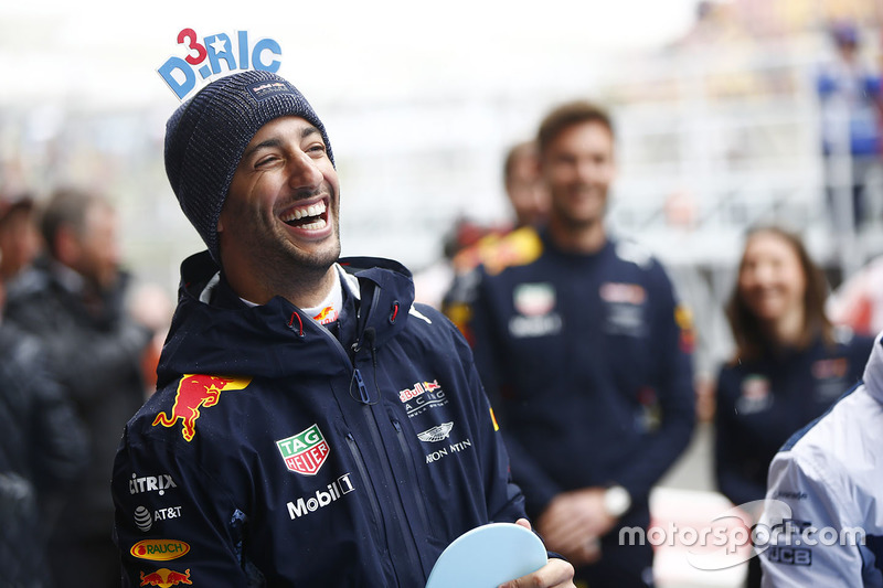 Daniel Ricciardo, Red Bull Racing, Disfruta de un juego antes de la carrera de tenis de mesa