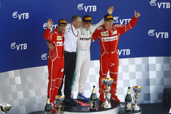 Podium: race winner Valtteri Bottas, Mercedes AMG F1, second place Sebastian Vettel, Ferrari, third place kimi Raikkonen, Ferrari, Tony Ross, Mercedes AMG F1 Race Engineer