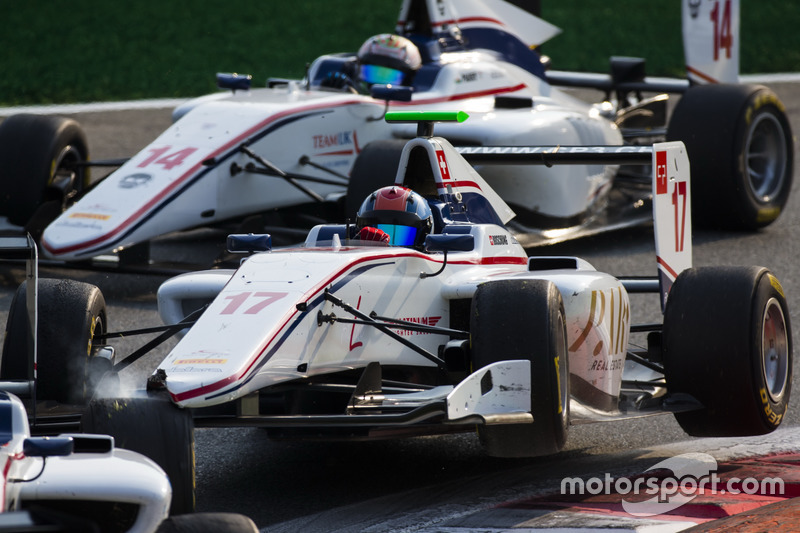 Ralph Boschung, Koiranen GP, tocca Matevos Isaakyan, Koiranen GP, davanti a Matthew Parry, Koiranen GP