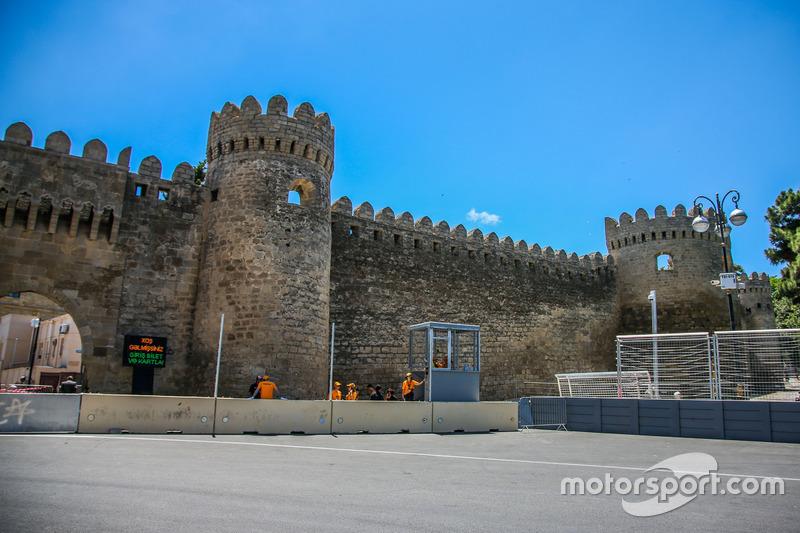 Замок в повороті 11