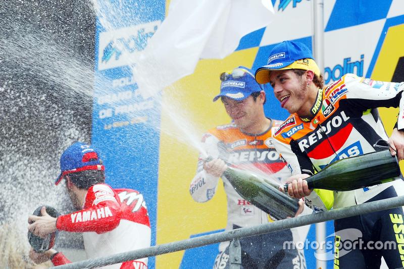 Podium: Sieger Valentino Rossi, 2. Platz Tohru Ukawa, 3. Platz Max Biaggi