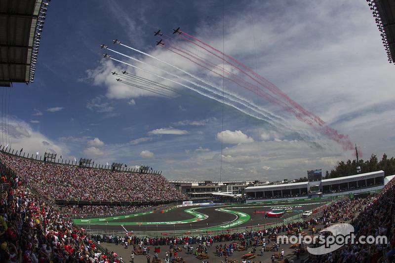 65. Aviones de la Fuerza Aérea Mexicana cruzan el circuito