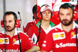 Mick Schumacher, Prema Powerteam en el garaje de Ferrari