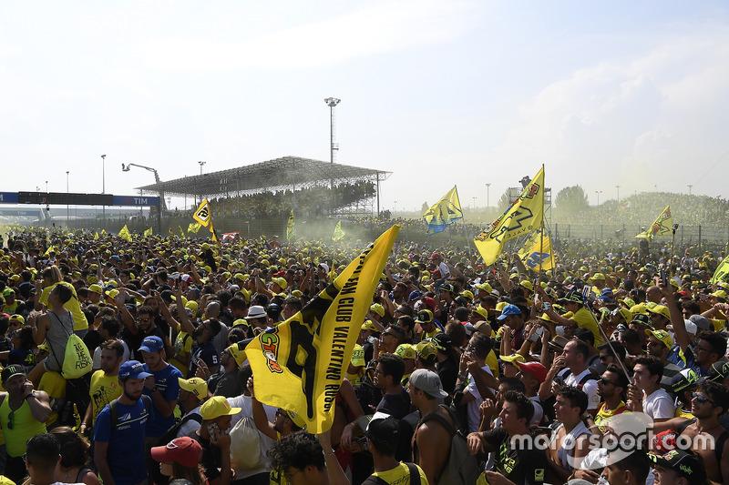 Valentino Rossi, Yamaha Factory Racing, fans