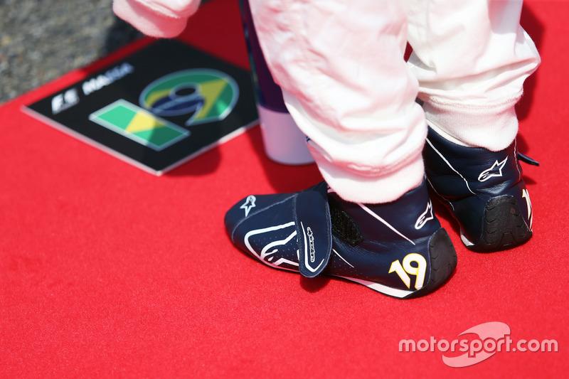 Felipe Massa, Williams mentre la griglia osserva l'inno nazionale