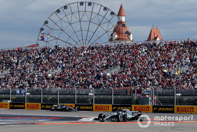 Valtteri Bottas, Mercedes AMG F1 W09 ve Lewis Hamilton, Mercedes AMG F1 W09
