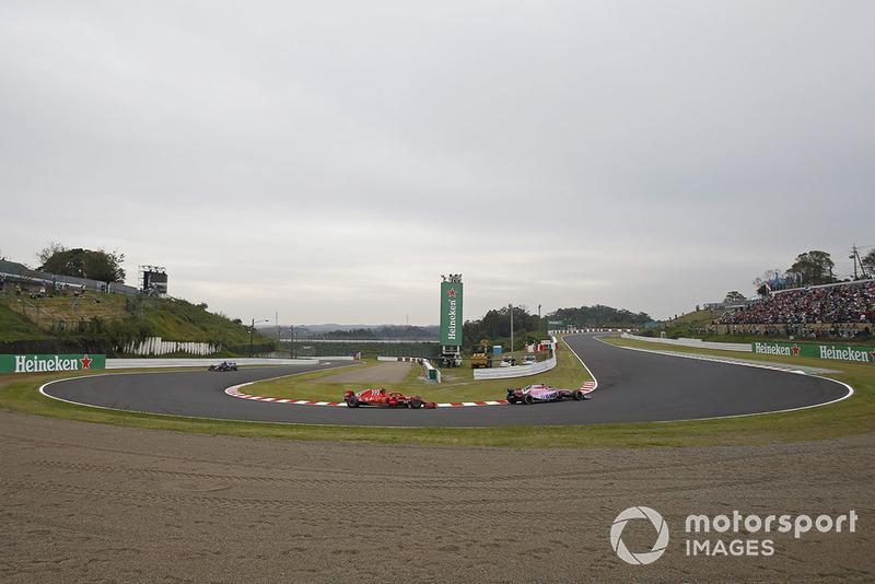 Esteban Ocon, Racing Point Force India VJM11 e Kimi Raikkonen, Ferrari SF71H