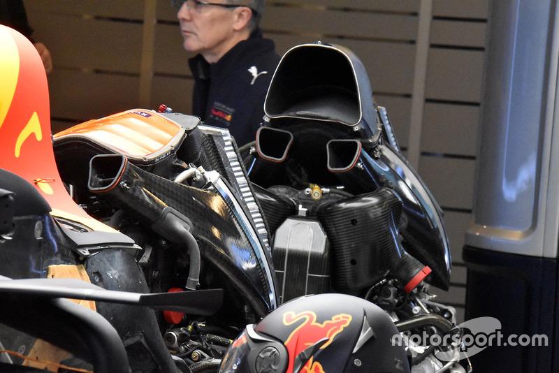 Замена двигателя на Red Bull RB14 Даниэля Риккардо
