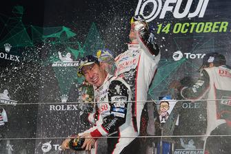Podium LMP1 : le vainqueur Kamui Kobayashi, Toyota Gazoo Racing