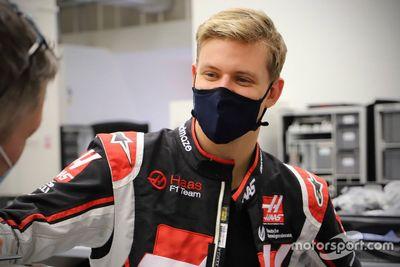 Подгонка сиденья в Haas F1 Team