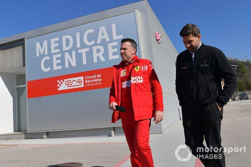 Personal de Ferrari en el centro médico