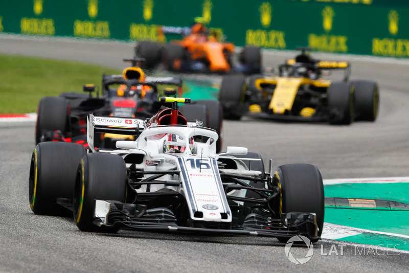 Charles Leclerc, Alfa Romeo Sauber C37, Daniel Ricciardo, Red Bull Racing RB14 Tag Heuer, Nico Hulkenberg, Renault Sport F1 Team R.S. 18, and Stoffel Vandoorne, McLaren MCL33