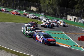 Start actionm Francisco Abreu, Sports & You Peugeot 308 TCR leads