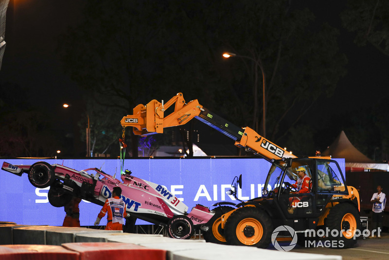 Accidente de Esteban Ocon, Racing Point Force India VJM11, tras tocarse con Pérez