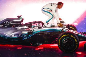 Fans terwijl winnaar Lewis Hamilton, Mercedes AMG F1 W09 EQ Power+, feest viert